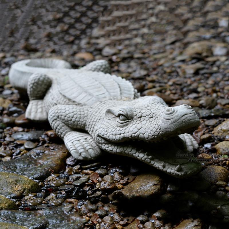 crocodile hand cast stone animal garden ornament patio. Black Bedroom Furniture Sets. Home Design Ideas