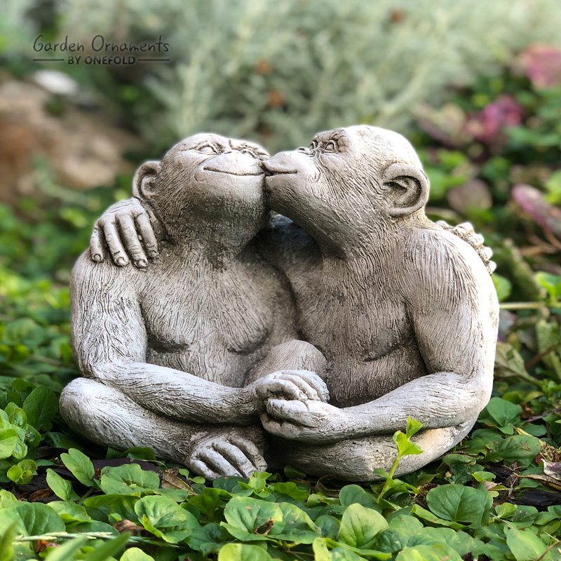 Kissing Monkeys Garden Ornament 1