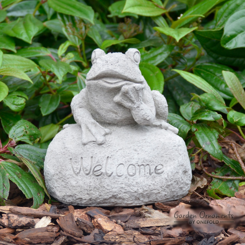 Small Welcome Frog Garden Ornament Statue 1